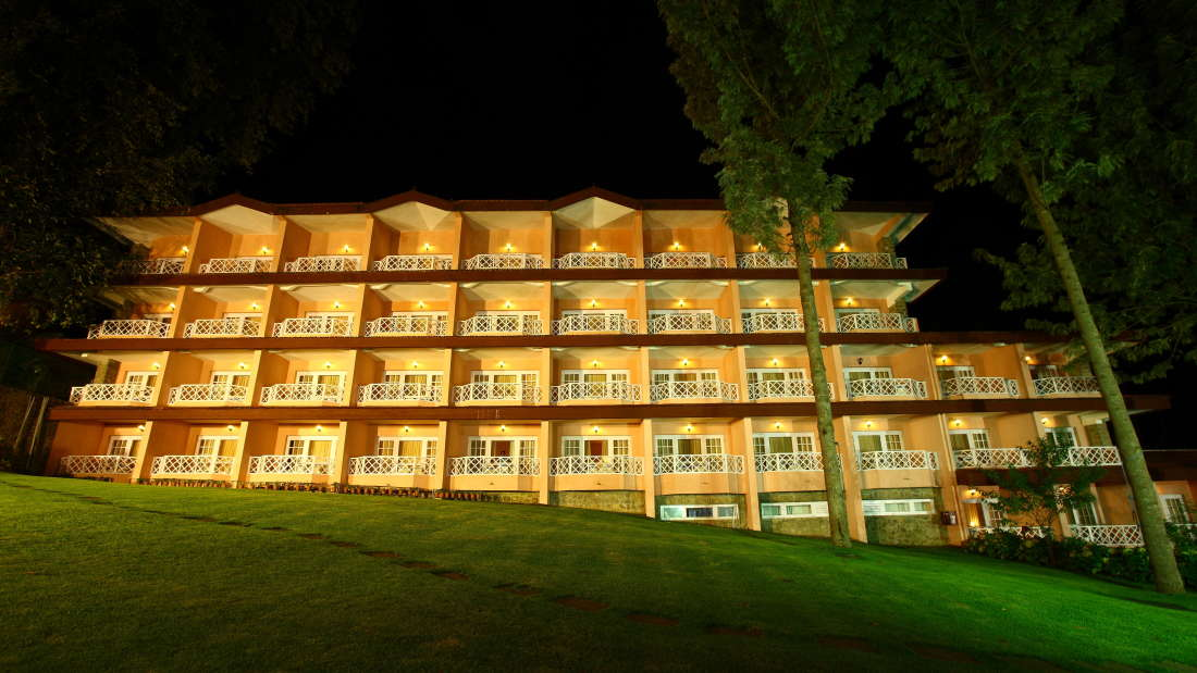 Photo gallery the carlton hotel kodaikanal luxury hotels for 5 star restaurant exterior