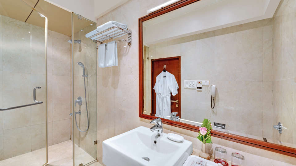 Bathroom of The Presidential Suite at The Ambassador Hotel Mumbai - Luxury Hotel Rooms near Marine Drive
