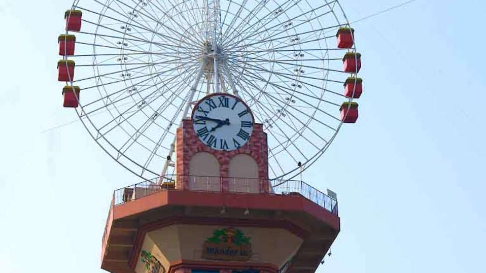Dry Rides - Giant Wheel at  wonderla Amusement Park Bangalore