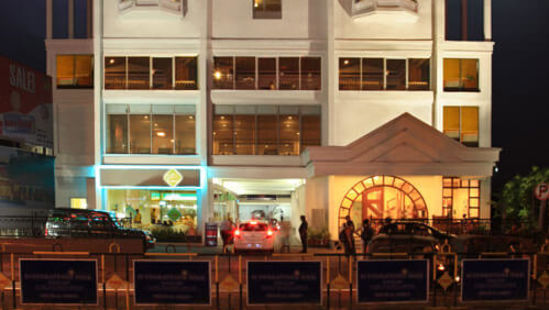 Abad-Plaza-business-class-hotel-in-MG-Road-Ernakulam