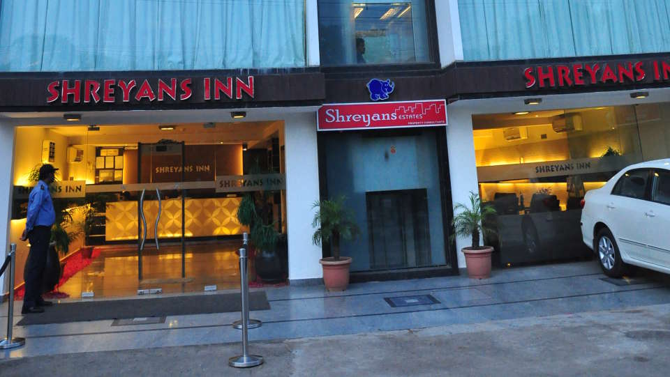 Hotel Shreyans Inn, Safdarjung Enclave, New Delhi Delhi Shreyas Inn Safdarjung Enclave New Delhi facade