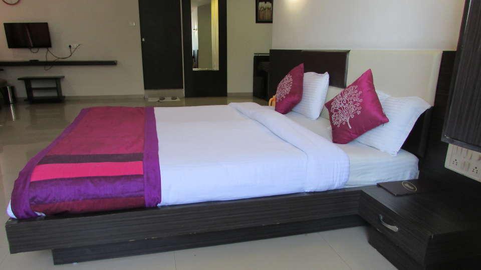 Hotel Skyland, Ahmedabad Ahmedabad Suite 4