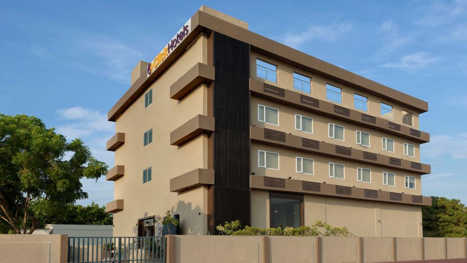 Click Hotel Bhuj - Facade - Morning