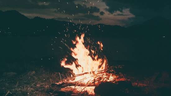 bonfire-burning-camp-1368382
