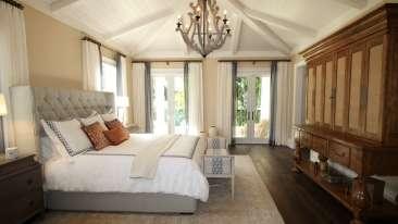 bed-bedroom-ceiling-262048