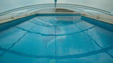 swimming-pool-1647498 1920