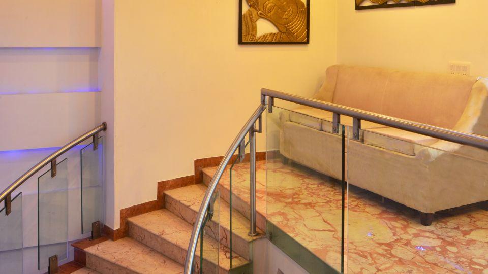 Lounge & Seating Area at Le ROI Delhi Hotel Paharganj