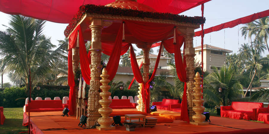 alt-text Destination Weddings near Mumbai at The Retreat Hotel and Convention Centre Madh Island Mumbai