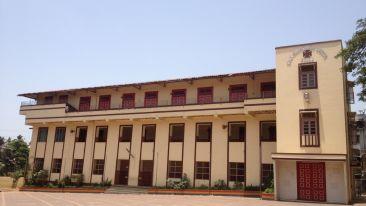 Pakse Hotel & Restaurant, Champasak Pakse Middle School building