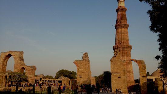 The Qutub Minar complex, The Grand New Delhi, Monuments in Delhi