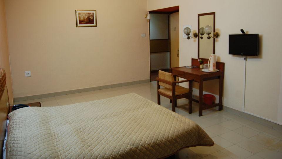 Hotel Raviraj, Pune Pune deluxe double room hotel raviraj pune 2