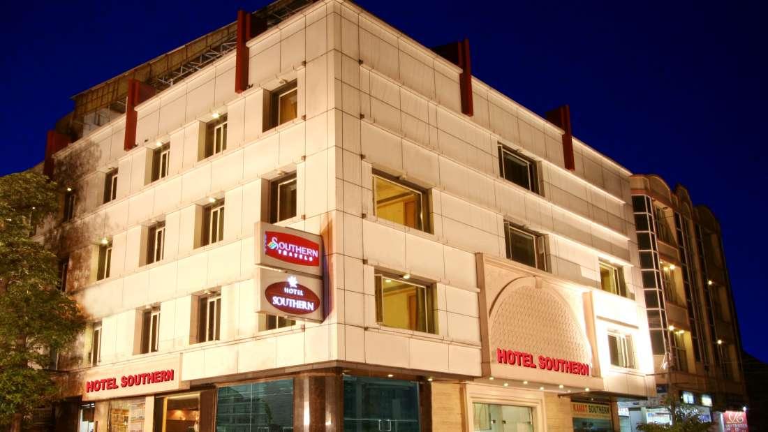Fa?ade_ Hotes near Karol Bagh in New Delhi, Karol Bagh Hotel, Hotel Near New Delhi Railway Station