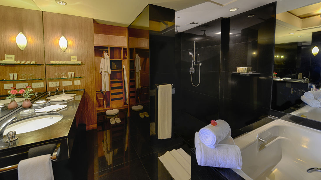 The Grand New Delhi New Delhi Bathroom at The Grand New Delhi Hotel on Nelson Mandela Road  5-Star Hotels In New Delhi