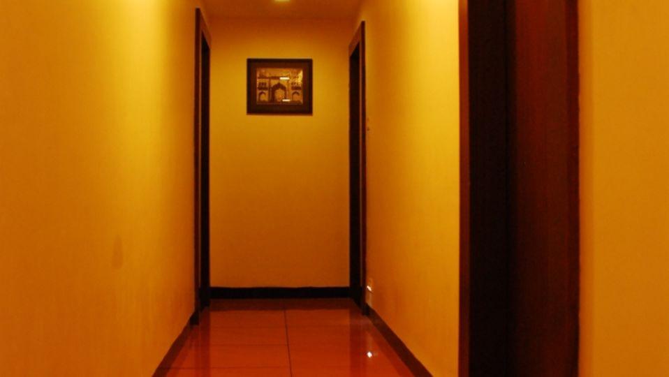 Corridor at Grad AShirwad Beacon Hotel Bhopal 1