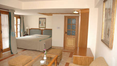 best place to stay in Mashobra Cottages in Mashobra cottages near Shimla and Kufri best hotel rooms in Mashobra best resorts near Shimla luxury rooms in Mashobra resort near Shimla Superior rooms, hotel rooms in shimla, marigold sarovar portico, hotels in