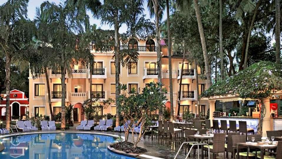 Pool Phoenix Park Inn, Goa - A Carlson Brand Managed by Sarovar Hotels, best resorts in goa 4