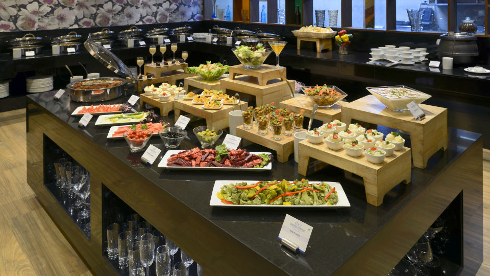 dinner buffet The Muse Sarovar Portico Kapashera New Delhi