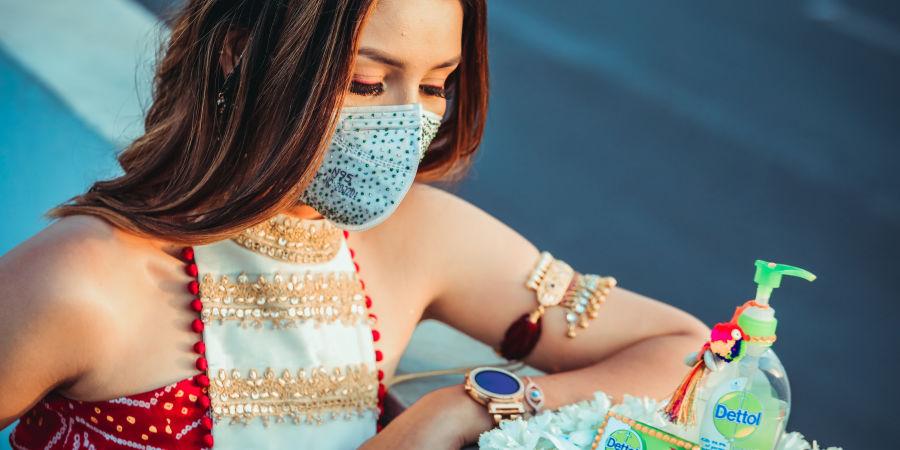 alt-text woman-wearing-face-mask-3964833