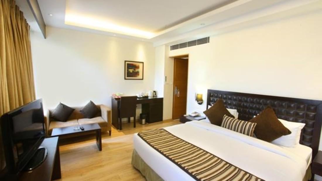 Superior Room - Hotel Saket 27 New Delhi - Hotels in New Delhi 1