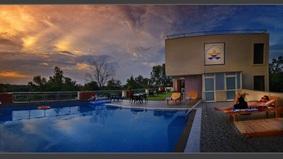 Hotel Atulyaa Taj, Agra Agra Swimming Pool Hotel Atulyaa Taj Agra 2