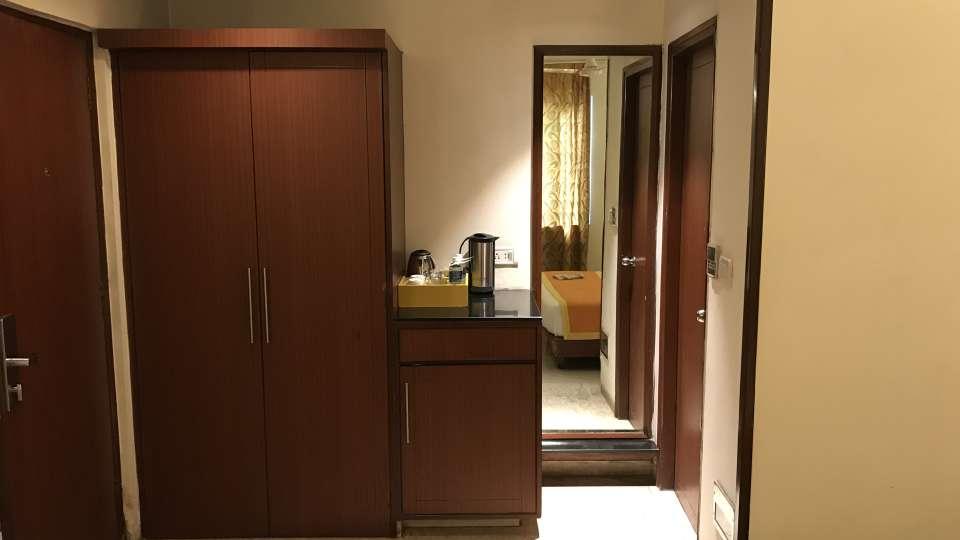 Super Deluxe Hotel Southern New Delhi 4