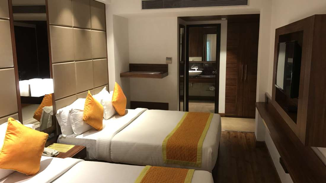 Family Suite Hotel Southern New Delhi 6