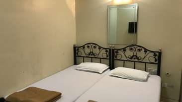 Standard Double Rooms - Kohinoor Lodge - Dadar Mumbai 2