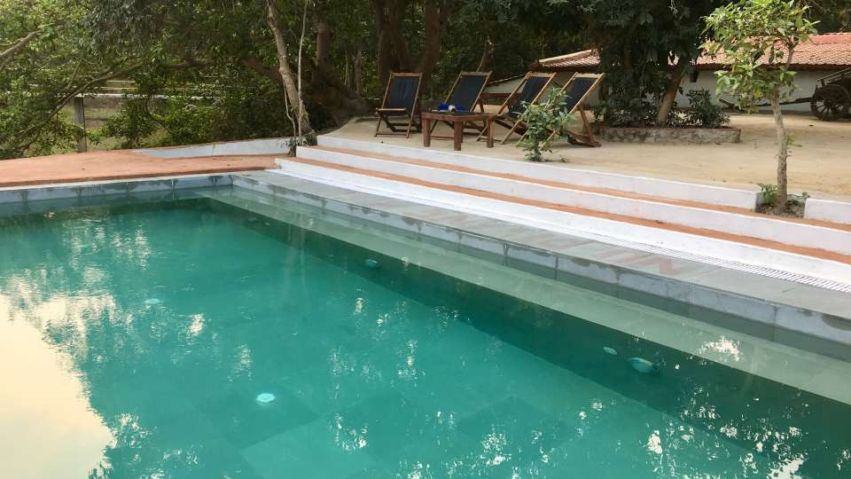 Swimming pool front