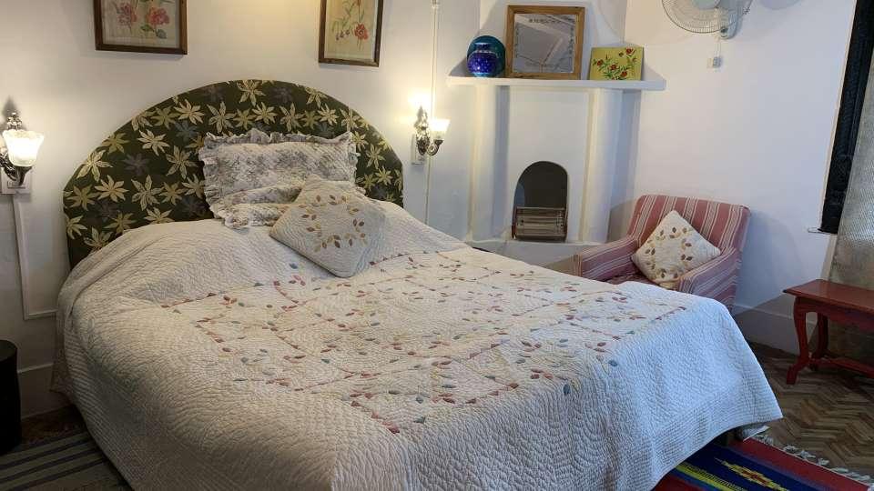 Standard Room 2 at 5, Bara Bungalow Jeolikote, budget hotel rooms in Nainital, hotel in Nainital