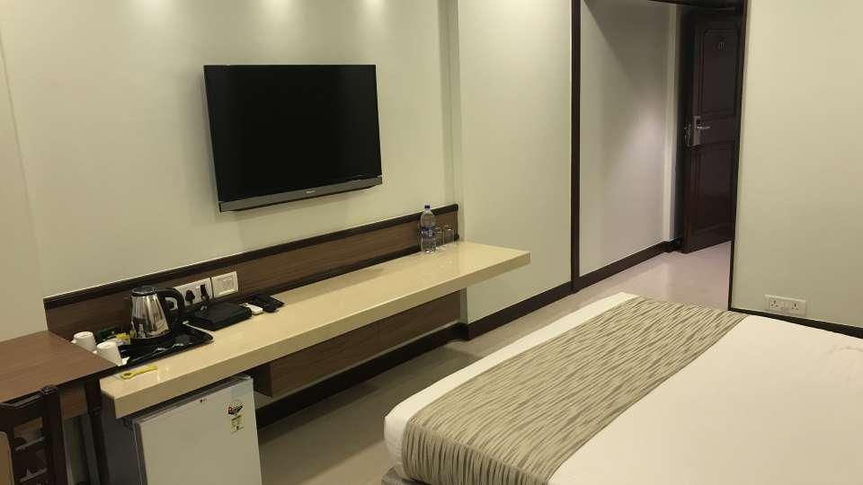 Deluxe Rooms Hotel Kohinoor Park Prabhadevi Mumbai 5