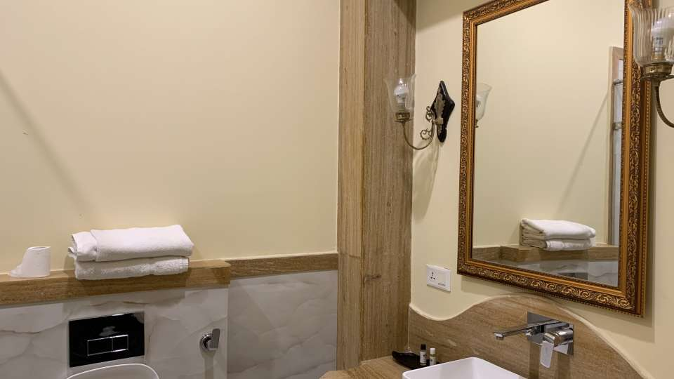 Room Type - Luxury Rooms - Bathrooms
