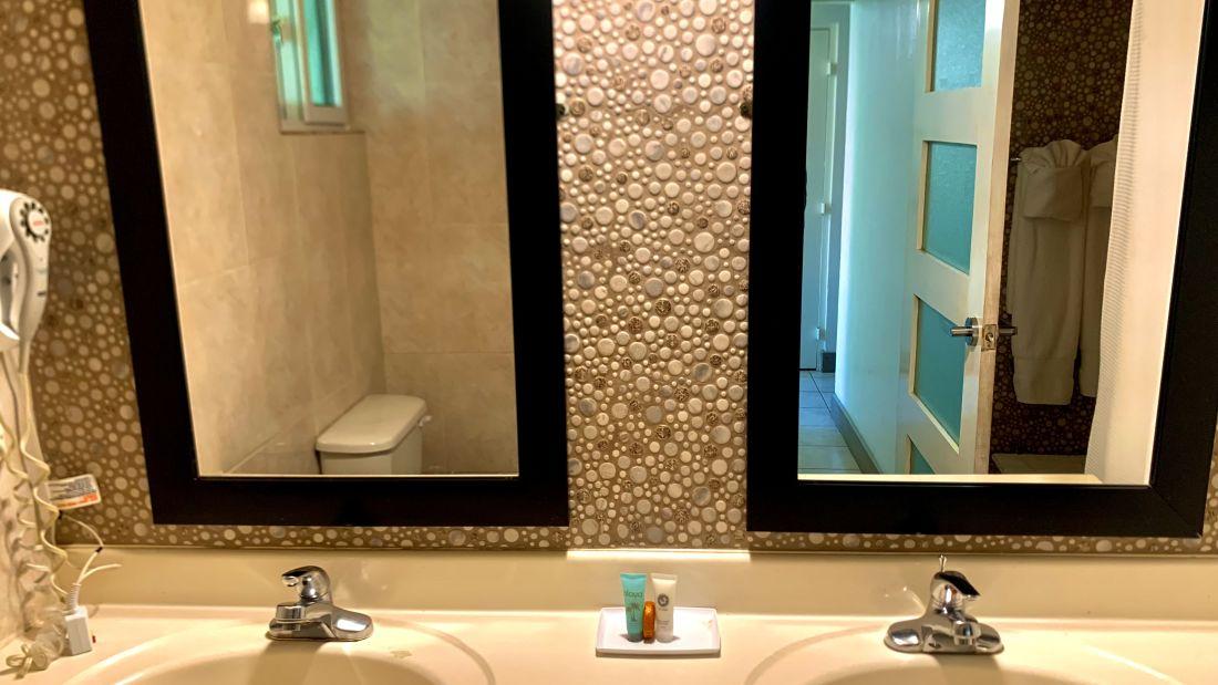 Bathroom exec king 1 - Copy