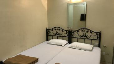 Standard Double Rooms - Kohinoor Lodge - Dadar Mumbai 2