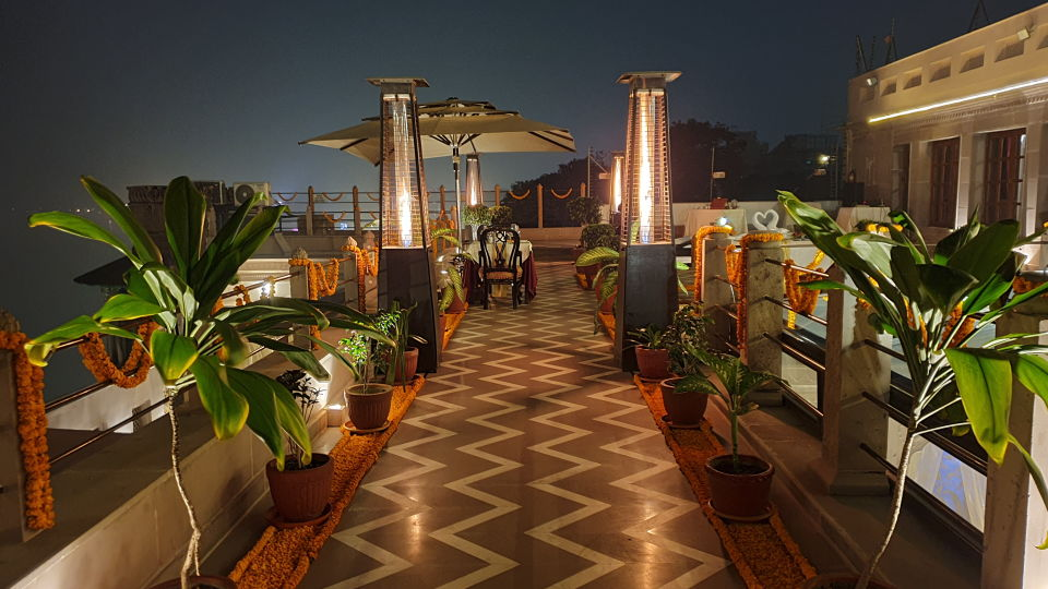 Terrace Dining 1