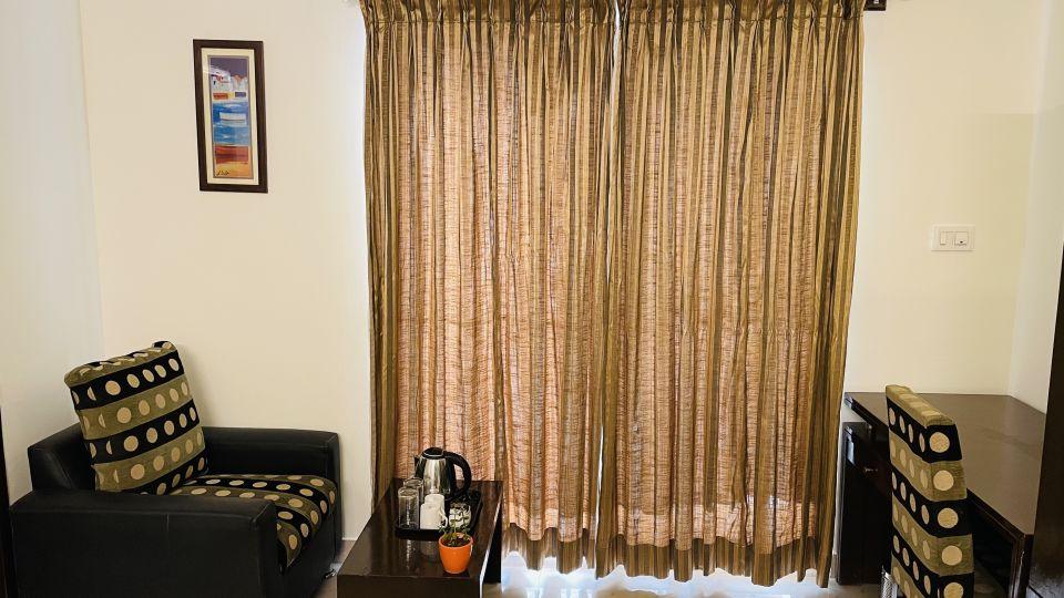 Deluxe Queen Room with Balcony5