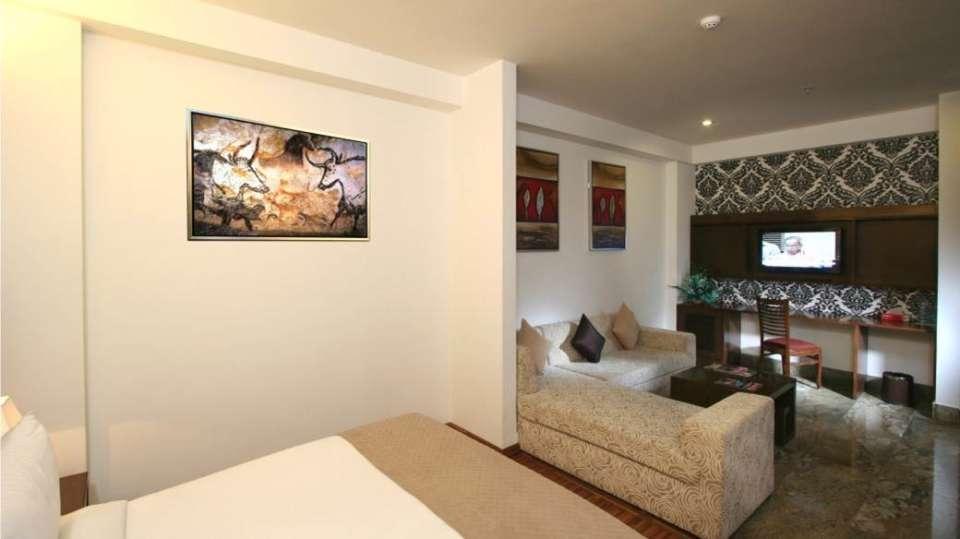 Exective Suites Taurus Sarovar Portico New Delhi 2