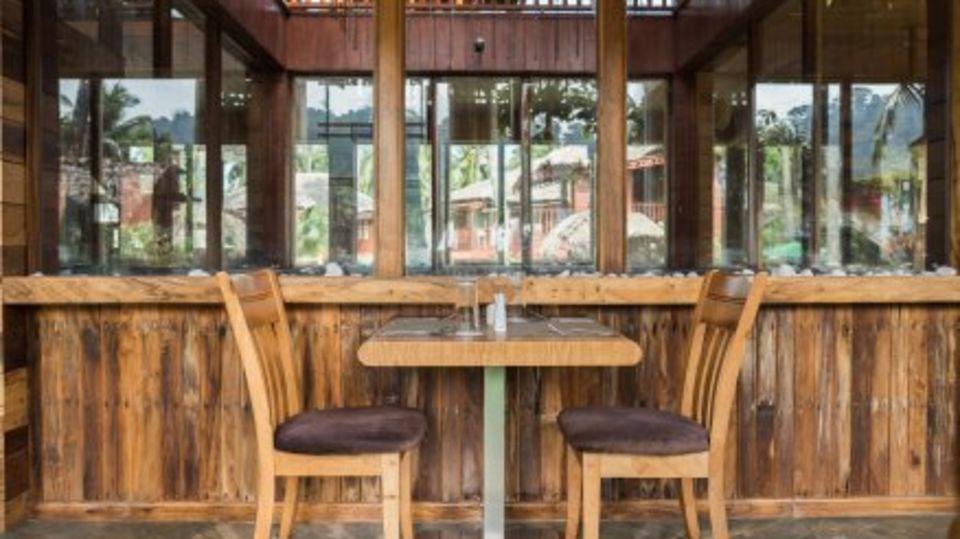 black lemon restaurant, coral reef resort, hotel in havelock