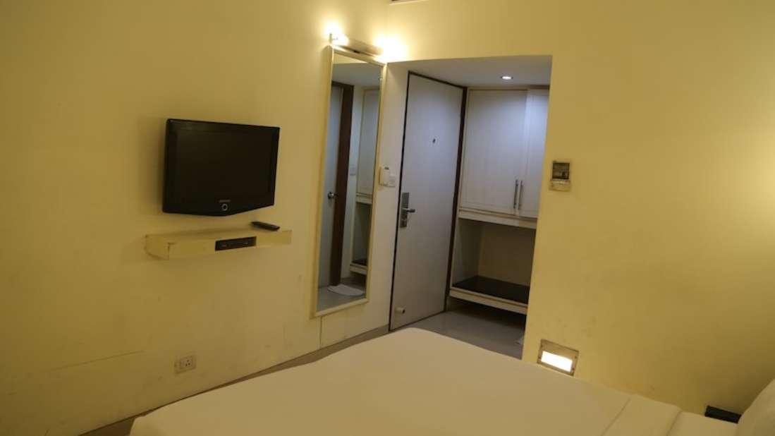 Deluxe Room Hotel Southern Regency Karol Bagh Delhi Hotel near Paharganj 1