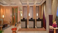 Lobby Radisson Mumbai Goregaon 1