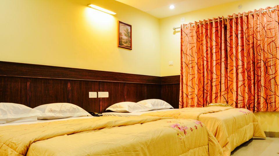 The Signature Inn Hotel, Bangalore Bangalore Deluxe Four Bed Ac Room The Signature Inn Hotel Bangalore