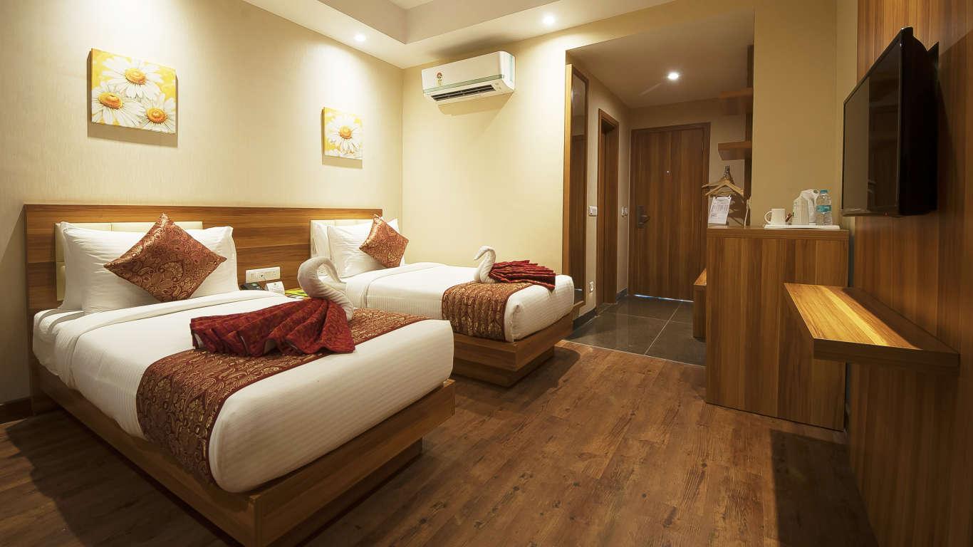 hotel le roi haridwar har ki pauri road hotels near haridwar railway station. Black Bedroom Furniture Sets. Home Design Ideas