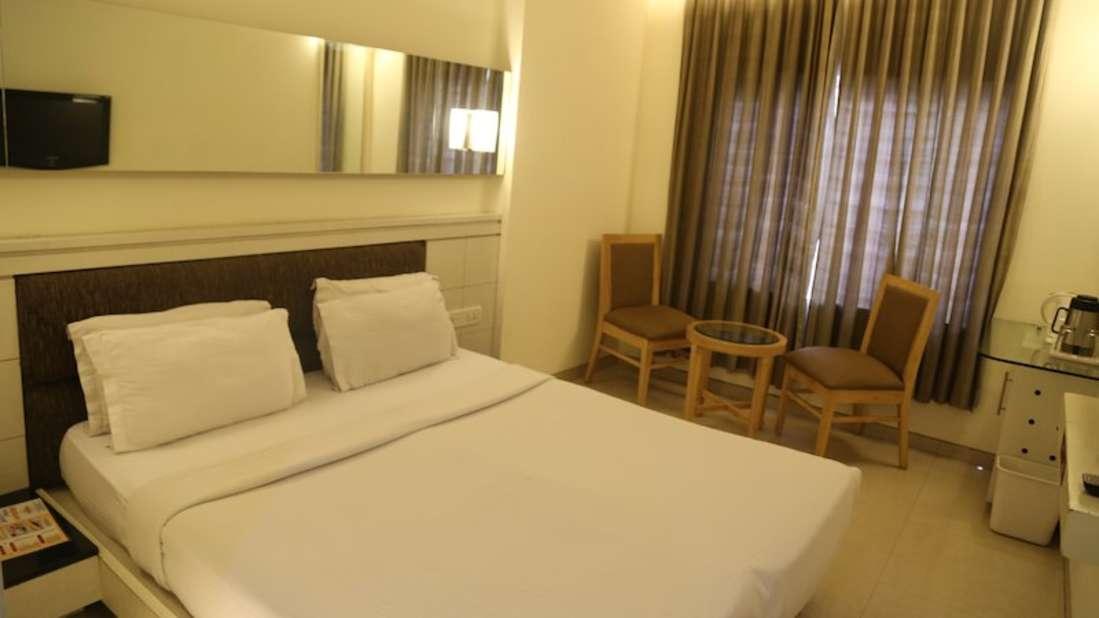 Deluxe Room Hotel Southern Regency Karol Bagh Delhi Hotel near Paharganj 3