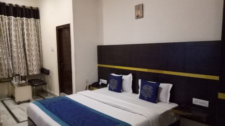 standard room at Hotel Dreamland in Haridwar, hotels in haridwar