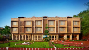 Dapoli Hotels