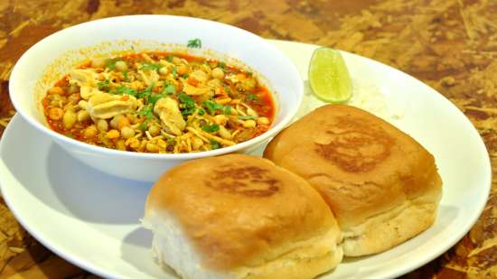 Misaal Pav,Grand Hometel Mumbai, street food in mumbai