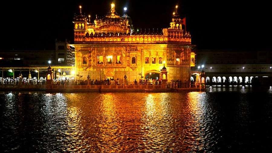 800px-Golden Temple  Harmandir Sahib  Amritsar  Punjab