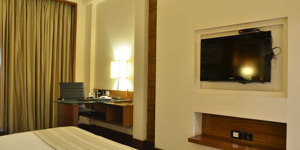 Premium Rooms at The Bristol Hotel Gurgaon, Rooms Near Sikanderpur Metro Station 9999