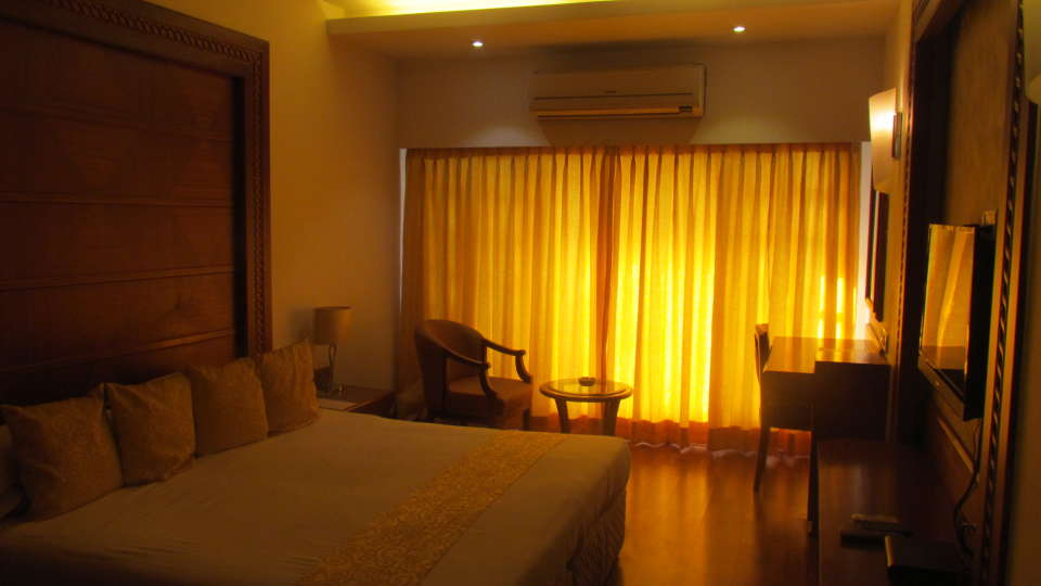 Deluxe Rooms Hotel Kohinoor Park Prabhadevi Mumbai 13