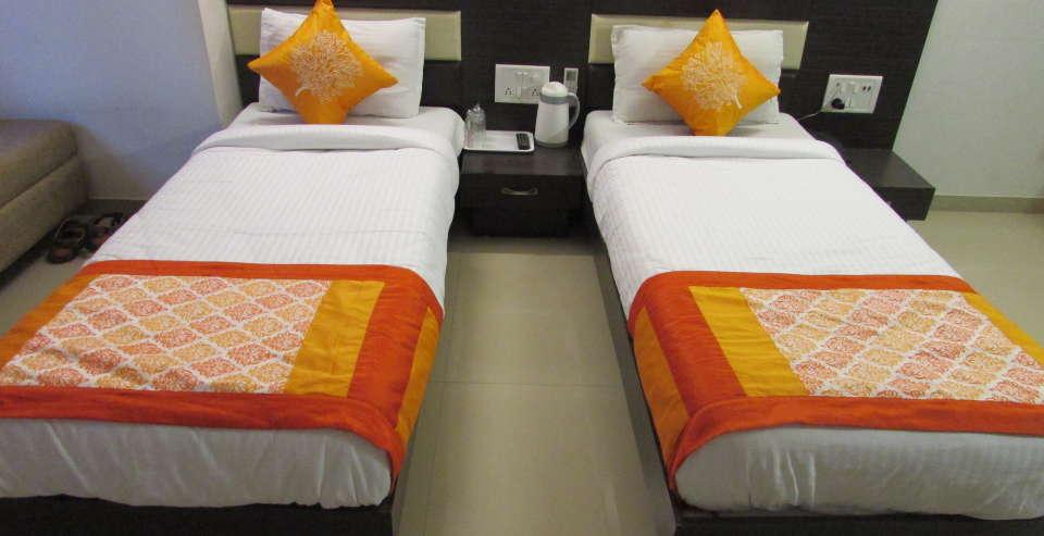 Hotel Skyland, Ahmedabad Ahmedabad Super Deluxe Room 6