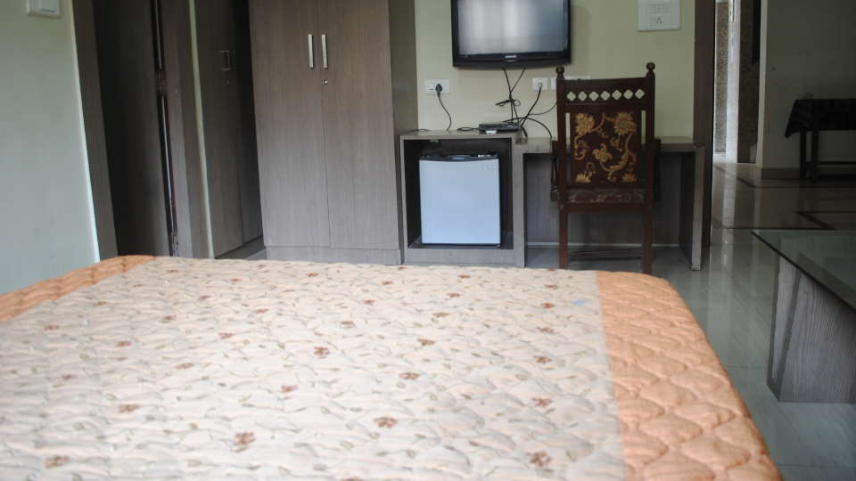 Hotel Swagath, Hazra Road, Kolkata Kolkata Deluxe Room Hotel Swagath Kolkata 3